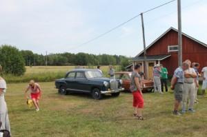 Kotiseutupäivässä 2014 vanhoja autoja Taivassalon museolla